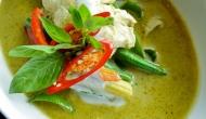 Geng Kheaw Wan Gai (Green Curry Chicken)