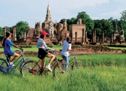 Grand Biking Tour through Scenic Lands